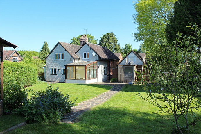 Orchard Cottage, Stoneleigh for sale with Mr and Mrs Clarke estate agent