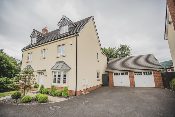 Risca Road, Rogerstone for sale with Mr and Mrs Clarke estate agent
